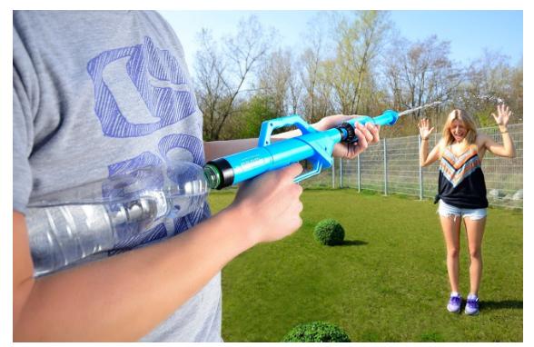 Spritzpistole mit PET-Flaschen als Wassertank